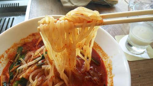 ぴょんぴょん舎GINZA UNA(銀座)ユッケジャン辛温麺�A201903.jpg