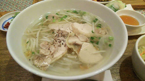 KHANHのベトナムキッチンGINZA999・Chiem(越谷レイクタウン)蒸し鶏のフォー�@201907.jpg